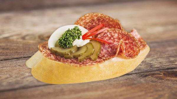 Chlebíček s uherským salámem